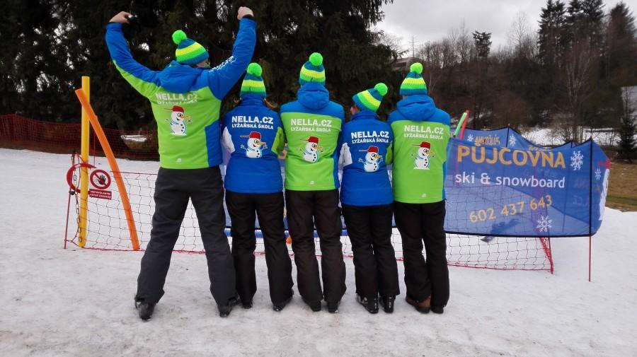 Část týmu Lyžařské školy Nella