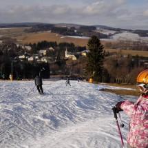 I když je obleva a všude sníh roztál, u nás stále lyžujem!!!